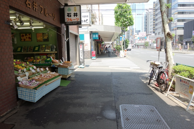 Ishii Fruits footpath