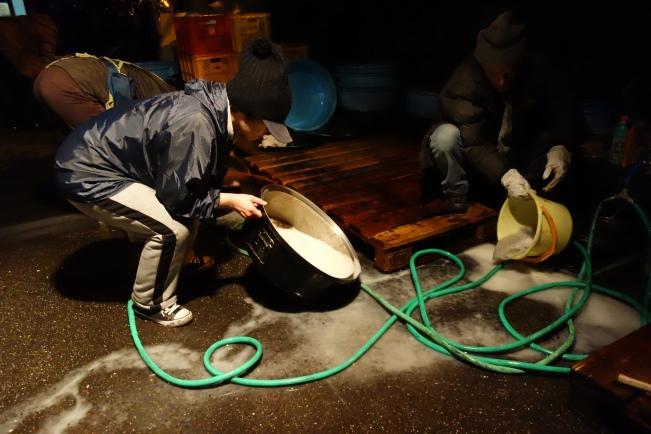 sanya washing rice