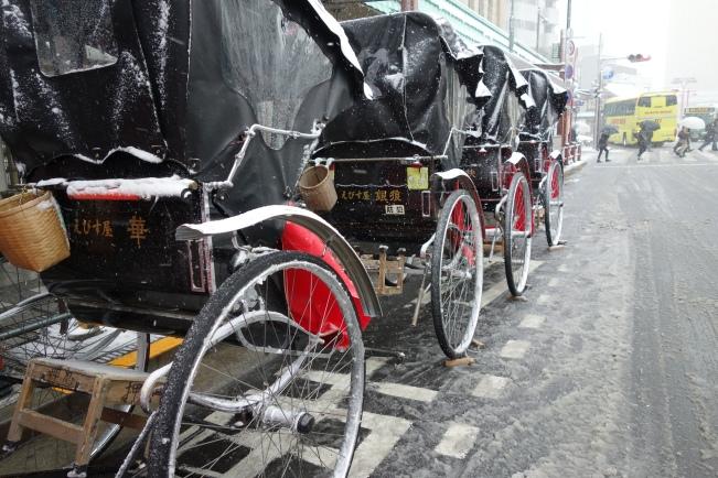snow rickshaw queue