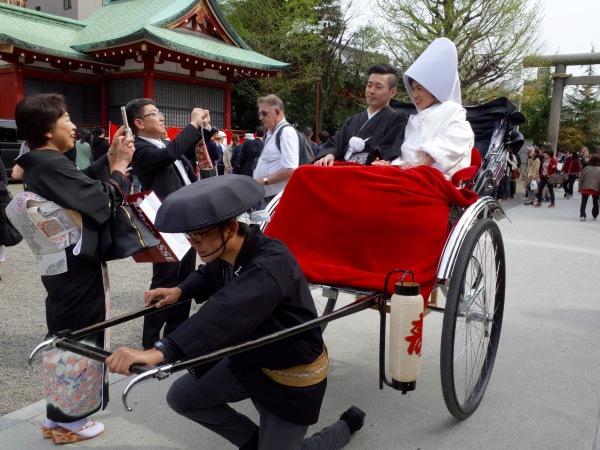 fuji wedding rickshaw family