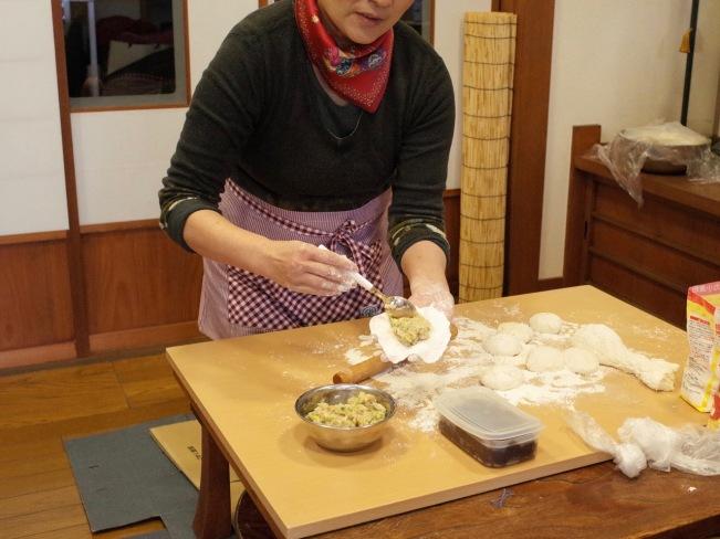 street-fry-making-nikuman